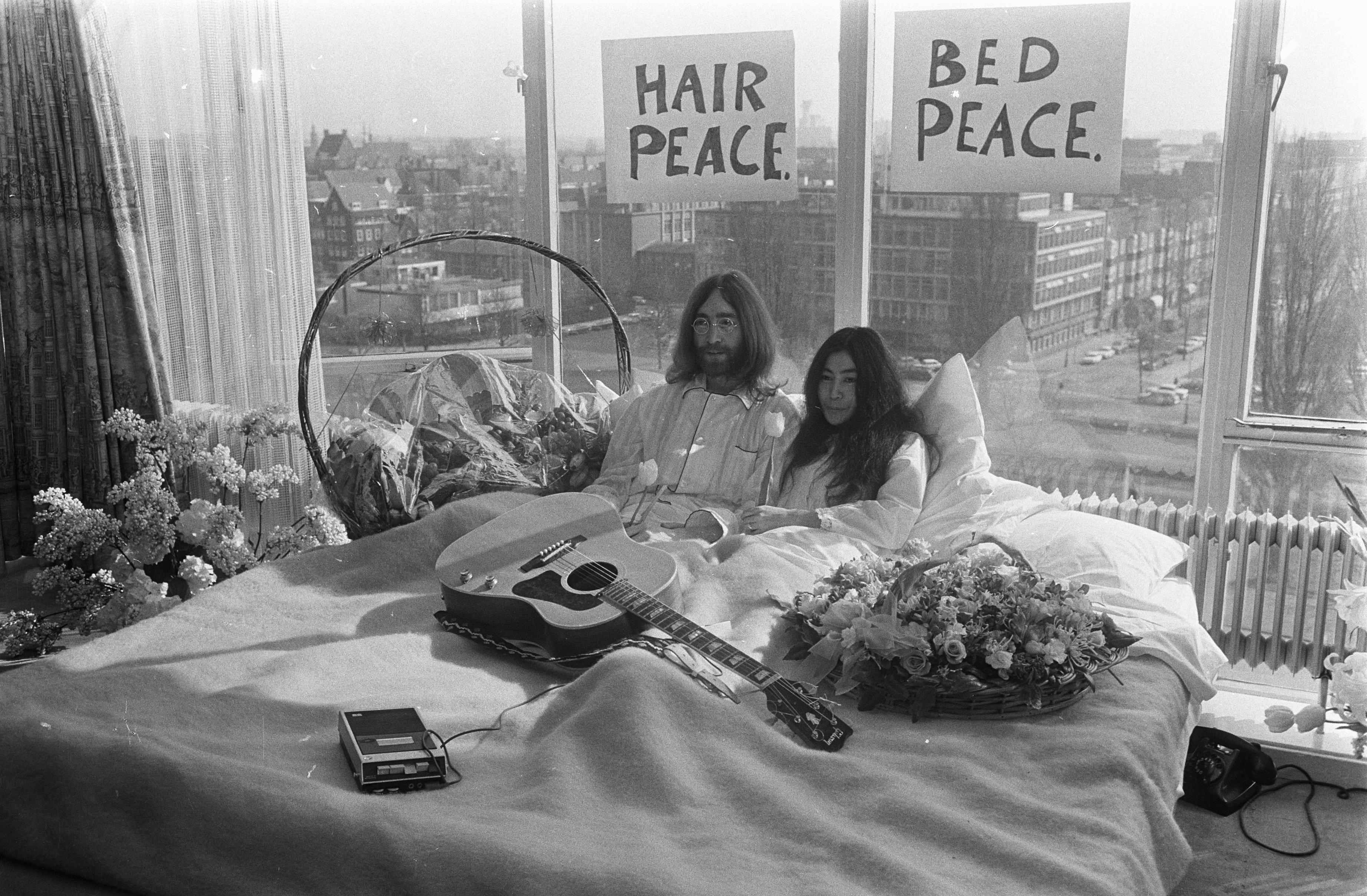 Il Bed-In di John Lennon e Yoko Ono. La forza della fotografia contro la guerra.